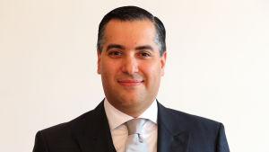 Premiärministerkandidaten Mustapha Adib är Libanons ambassadör i Tyskland.