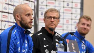 Teemu Pukki och Markku Kanerva vid presskonferens.