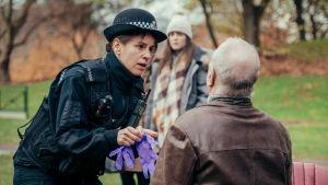 BBC:n suuri draamahitti Salisburyn myrkytykset on tositapahtumiin pohjautuva, koskettava ja realistinen kuvaus ihmisten pahimmista peloista ja viranomaisten sankaruudesta.