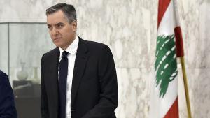 Libanons tilltänkte premiärminister Mustafa Adib lämnade presidentkansliet på lördagen efter att han meddelat att han ger upp.