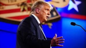 President Donald Trump debatterar i en presidentvalsdebatt mot Joe Biden.