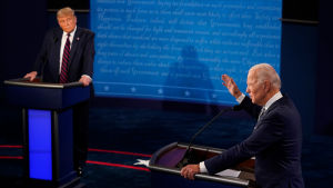 Joe Biden och Donald Trump debatterar under sin första valdebatt i presidentvalet 2020 i USA.