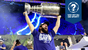 Nikita Kutjerov firar Stanley Cup-titeln.