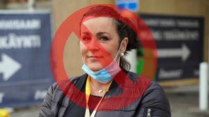 En kvinna som felaktigt har munskyddet nerdraget på sin haka.