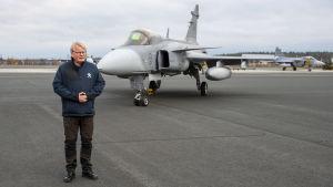 Ruotsin puolustusministeri Peter Hultqvist Lapin lennostossa Rovaniemellä