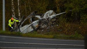 13-vuotiaiden ulosajo, romuttunut auto, tutkintalautakunta paikalla