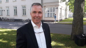 It-experten Mika Helenius utanför Dals sjukhus i Helsingfors.