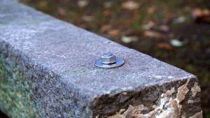 En bult i en sten