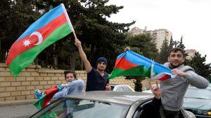 Unga män i Azerbajdzjans huvudstad Baku firade nyheten om erövringen av Sjusja på söndagen.