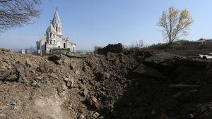 Också armeniernas katedral i Sjusji ska ha skadats i de senaste azeriska bombardemangen.