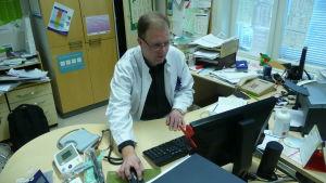 Borgå stads ansvariga läkare för smittsamma sjukdomar - Jeff Westerlund.