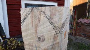 En skalad stock med blyertssträck.