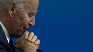 """Biden beskriver Trumps taktik som """"otroligt ansvarslös"""""""