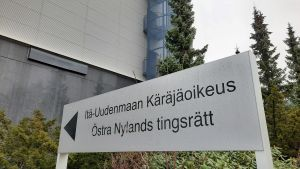 Skylt där det står Östra Nylands tingsrätt.