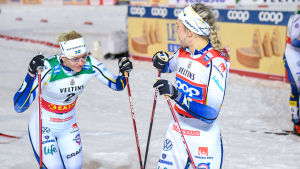 Maja Dahlqvist (till vänster) och Linn Svahn (till höger) i Ruka.