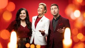 Laulajat Diandra ja Aarne Pelkonen sekä juontaja Ella Kanninen jouluisessa kuvassa.