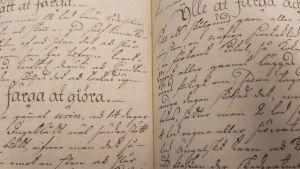 Uppslag ur en gammal hushållsbok.