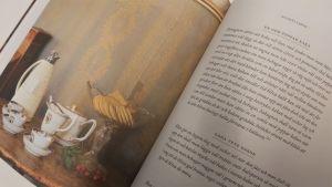Bild av ett uppslag med recept i en hushållsbok.