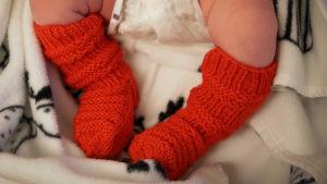 Vauvalla punaiset villasukat
