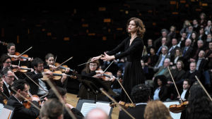 Hélène Barizet (Marie-Sophie Ferdane) johtaa sinfoniaorkesteria sarjassa Philharmonia
