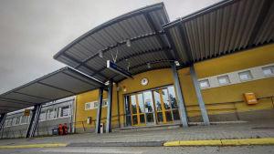 Ingången till Karleby-Jakobstad flygplats.