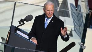 Joe Biden håller tal.