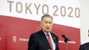 Förra veckan svarade OS-chefen Yosiro Mori på frågor av medierna.
