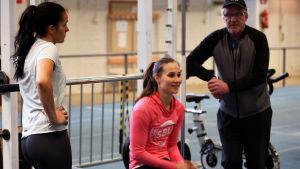 Maria Huntington, Miia Sillman och Matti Liimatainen på träningar i Tammerfors.