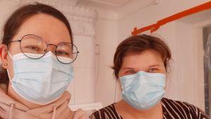 Kvinnor med munskydd