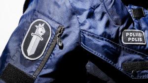 Närbild av polisuniform.