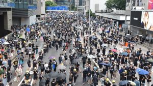 Tusentals invånare i Hongkong som deltar i en demonstration.