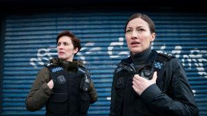 Kate Fleming (Vicky McClure) ja Joanne Davidson (Kelly Macdonald) Line of Duty -sarjan kuudennella kaudella