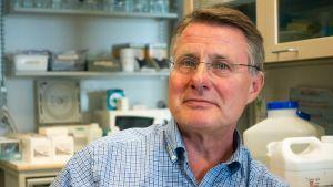Kalle Saksela, professor i virologi vid Helsingfors universitet