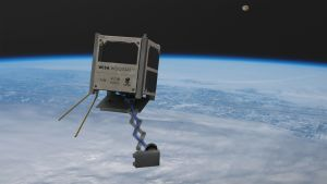 En gråbrun satellit svävar ovanför jordens yta.