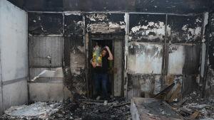 Bild på en bränd synagoga i Israel.