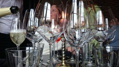 Namntvist stoppar tusentals liter vin