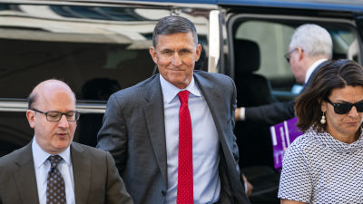 Michael flynn medger att han ljugit for fbi