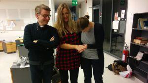 Petter Lindberg, Anne Hietanen, Silja Sahlgren-Fodstad poserar 4.11. 2015