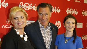 Mitt Romney med sin hustru Ann Romney och deras barnbarn Allie Romney.