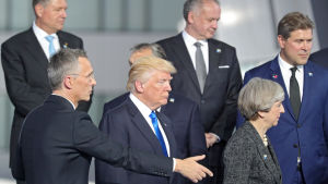 Jens Stoltenberg, Donald Trump och Theresa May vid Natotoppmötet i Bryssel.