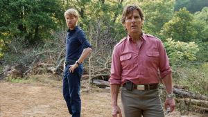 CIA-agenten Monty Shafer och Barry Seal poserar i naturen.