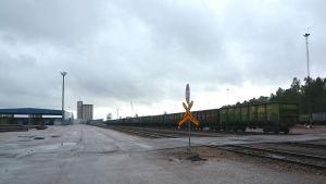 Tåg i Valkom hamn
