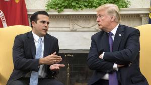 Puerto Ricos guvernör Ricardo Rossello och Donald Trump i Vita Huset.