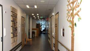 Raseborgs mentalvårscenter består av en hel del korridorer.