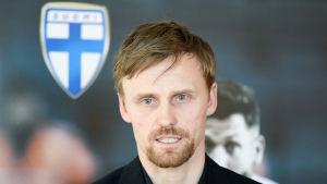 Hannu Tihinen är en före detta fotbollsspelare.