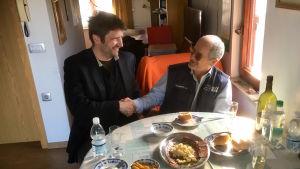 Svenska Yles redaktör möter Joško Joras, en sloven som bor på land som idag hör till Kroatien.