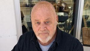 Författaren Robert Drewe i närbild