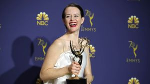 Claire Foy med sin Emmy.