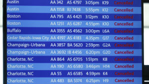 Flyginformationen på flygplatsen O'Hare International i Chicago visar inställda flyg.