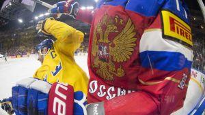 Tuffa tag då Ryssland och Sverige möttes i VM i fjol.